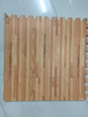Carrelages en bois mous de mousse